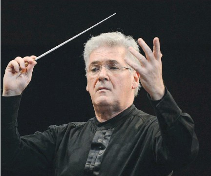 ??  FRED CATTROLL ?? Pinchas Zukerman will conduct the national anthems at the Sens game Monday, 'If you like the country, wear it on your chest,' he says.
