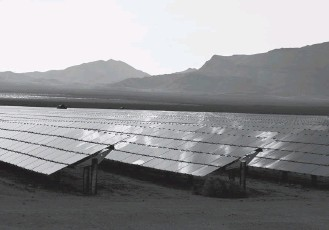 ?? BRIDGET BENNET/REUTERS ?? Solar panels at the Desert Stateline project near Nipton, Calif. The new legislation extends investment and production tax credits for solar and wind power, which were supposed to be phased out years ago.