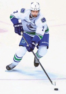 ?? MATT KARTOZIAN, USA TODAY SPORTS ?? Dan Hamhuis would like to remain in Vancouver. He could be dealt to a contender and return to the Canucks as a free agent.