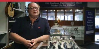 ?? RICHARD LAUTENS TORONTO STAR ?? Pawnshop owner Howard Green is one of several parties fighting for ownership of a rare pink diamond valued at $40,000.