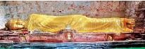 ??  ?? Reclining Buddha at the Mahaparinirvana Temple