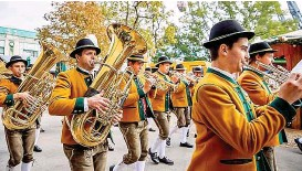 ??  ?? Heimische Blasmusik geigt auf dem Wiener Wiesn- Fest auf