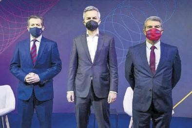 ?? EUROPA PRESS ?? Toni Freixa, Víctor Font y Joan Laporta, antes del debate.