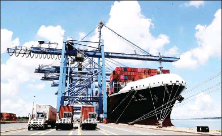 ?? VIETNAM NEWS AGENCY ?? Containers loaded at Tan Cang-Cai Mep International Terminal. From mid-May, several container shipping lines have announced increases in transportation fees.