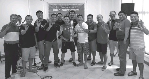 ??  ?? TEAM FTS Members of team FTS (Fore The Squadron) pose with the champion trophy after winning it in the First Match Play golf tournament.