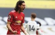 ??  ?? Man Utd's Edinson Cavani celebrates after scoring against Tottenham