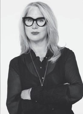 ??  ?? VAL GARLAND Directora creativa de L'OréalParis, es la responsable, cada temporada, de que deseemos lucir unos labios ultrarojos y ultramate, o unos cateyes infinitos.Celebrities y modelos de todo el mundo confían en ella para lucir su mejor imagen.