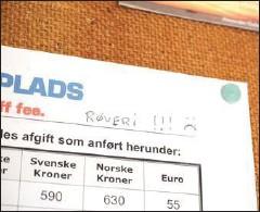 ?? FOTO: EMMA A. SVENDSEN ?? Kommentaren på det lille skur på landingspladsen er ikke til at tage fejl af.