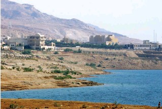 ??  ?? سلسلة فنادق في منطقة البحر الميت