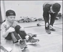 ?? PHOTOS BY JOHN RENNISON, THE HAMILTON SPECTATOR ?? Right: Jacoby Coreaunt has new shoes. Abdulkarber Waki tries his.