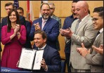 ??  ?? Does this bill signing look familiar?