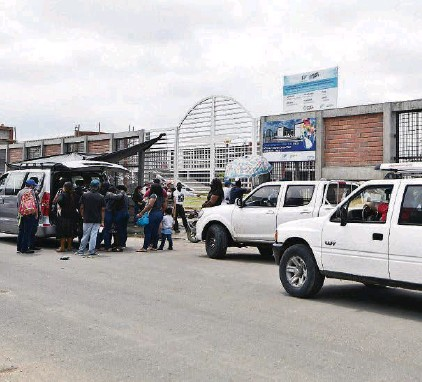 ??  ?? k En el cementerio Ángel María Canals, ubicado en el suburbio de Guayaquil, estaban previstas diez inhumaciones solo la mañana de