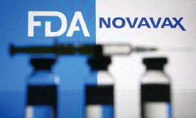 ?? Photograph: Pavlo Gonchar/SOPA Images/REX/Shutterstock ?? A shortage of plastic growbags where vaccine cells are grown has hampered the global vaccine supply, according to the Novavax chief executive.
