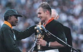 ??  ?? President Nelson Mandela hands Springbok captain Francois Pienaar the World Cup trophy after their victory against the All Blacks in 1995. Photo: Wessel Oosthuizen/Gallo Images