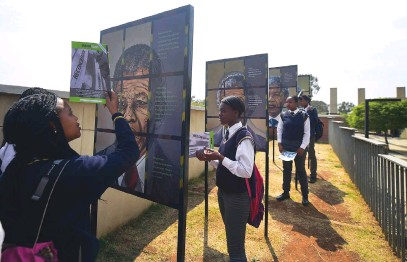?? Picture: Gallo Images ?? LEARNING ABOUT THEIR HERITAGE. Pupils from Johannesburg Secondary School visit the Gold Reef Apartheid Museum back in 2017.