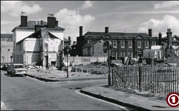 ??  ?? 1972 - Hempsted Street with its junctions of Middle Street and Tufton Street during the land clearance for the Tufton Centre. The former Wellington Hotel can be seen next to the demolished houses (centre left) with the former Elwick Club in Tufton Street (centre right)