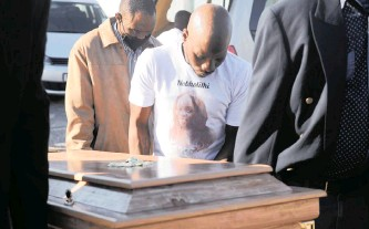 ?? News Agency (ANA) African News Agency ?? ABOVE: Sive Mpafa, who is accused of killing her, arrives at the Athlone Magistrate's Court yesterday. | AYANDA NDAMANE