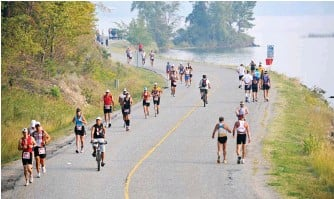 ??  ?? ABOVE LEFT Penticton's out-and-back run course