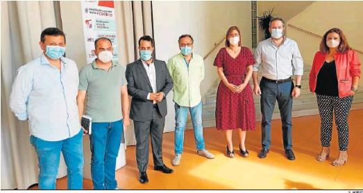 ?? S. NÚÑEZ ?? Dirigentes del Partido Popular y Ciudadanos, reunidos ayer en Baena.