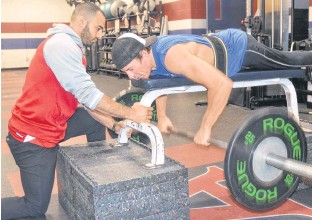 ??  ?? Ben Brown is pictured training under the guidance of strength coach Elie Maroun.