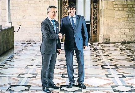 ?? LLIBERT TEIXIDÓ ?? Iñigo Urkullu se reunió el pasado lunes con el presidente Carles Puigdemont en el Palau de la Generalitat