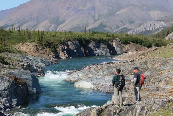?? JENNIFER BAIN PHOTOS/TORONTO STAR ?? Parks Canada's Nelson Perry, left, talks with colleague Guy Theriault. Ivvavik National Park's unglaciated wilderness draws barely 100 guests each year on guided and private trips.