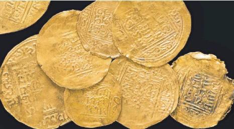 ??  ?? Diese marokkanischen Goldmünzen wurden von 1370 bis 1420 geprägt und in den 1940er-Jahren in Butera auf Sizilien entdeckt.