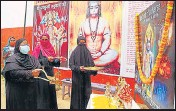 ??  ?? Social activist Naznin Ansari led the arti in Varanasi.