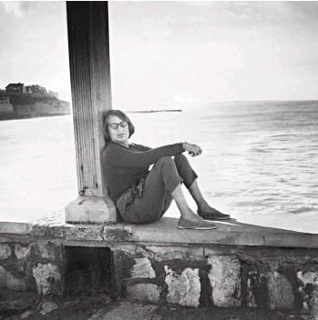 ??  ?? Silvina, 1961. En la costa marplatense, donde pasaban el verano.