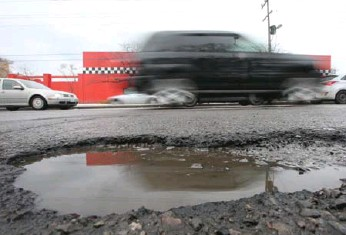?? VINCE TALOTTA/TORONTO STAR ?? If you see a pothole, call 311. Crews will repair potholes within four days of them being reported.