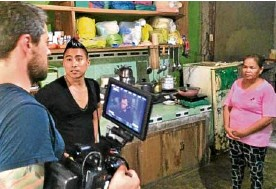 ??  ?? Director PJ Raval (center) and DP Mike Simpson prepare to film Julita Laude, Jennifer's mother.