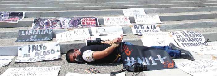 ?? / CUARTOSCURO ?? Violencia. Periodistas de Chilpancingo, Guerrero, se manifestaron en mayo de este año –en la sede de la Fiscalía General de la República (FGR) y Palacio de Gobierno– para exigir a las autoridades de los tres niveles que garanticen la libertad de prensa y la integridad física de los reporteros de Iguala.