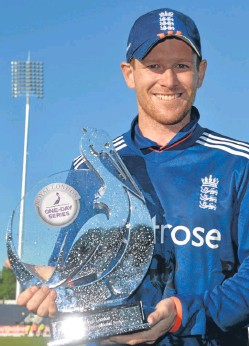 ?? Picture: PA. ?? Eoin Morgan with the trophy after England completed a 3-2 series victory over New Zealand on Saturday.