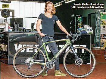 ??  ?? Yasmin Kirchhoff mit einem 5700 Euro teuren E-Gravelbike