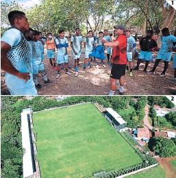 ?? FOTOS: EMILO FLORES ?? (1) Héctor la Figura llegó del oútbol nicaragüense para dirigir Al Cedrito. (2) El equipo jugará en el Estadio Esteban Moulds de Orocuina.