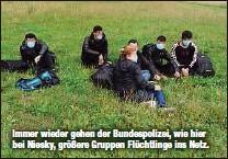 ?? ?? Immer wieder gehen der Bundespolizei, wie hier bei Niesky, größere Gruppen Flüchtlinge ins Netz.