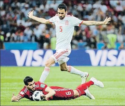 ?? JORGE SILVA / REUTERS ?? Sergio Busquets, en un lance del juego del Irán-España