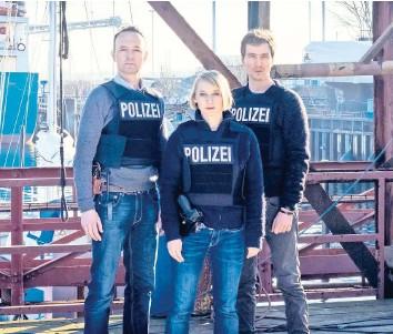 ?? FOTO: CHRISTINE SCHROEDER/ZDF ?? Kleiner, aber oho: Nora Weiss (Anna Maria Mühe) zwischen Jan Geissler (Peter Jordan, links) und Simon Brandt (Jan Krauter).