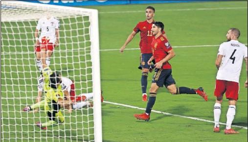 ??  ?? Carlos Soler marcó el segundo de los cuatro goles de la Selección a Georgia.