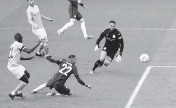 ?? ADAM DAVY AP ?? Chelsea's Hakim Ziyech scores the only goal Saturday in the English FA Cup semifinal match against Manchester City.
