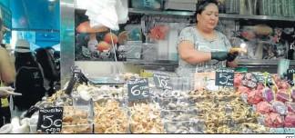 ?? EFE ?? Puesto de setas en un mercado de Barcelona.