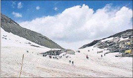 ?? HT FILE PHOTO ?? A bird's eye view of the Rohtang Pass.