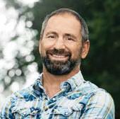 ?? FOTO: TV4 ?? LEDER FARMEN. Paolo Roberto är programledare i TV-programmet.