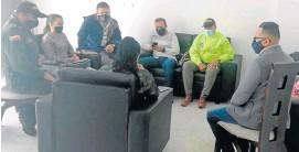 ?? Fotos   Cortesía   LA PATRIA ?? Uniformados de la Policía contactaron a las familias de los jóvenes que salieron de los dos municipios caldenses.