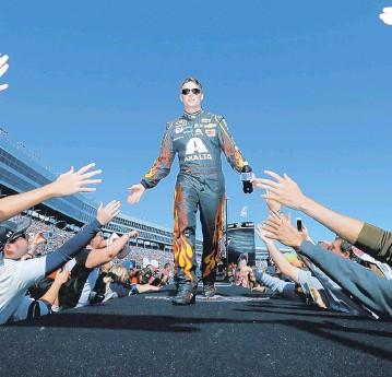 ??  ?? Jeff Gordon, quatre fois champion de la discipline reine du NASCAR, pourrait s'ajouter à la liste des vedettes qui sont passées par Vallée-jonction.