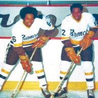 ?? BERNIE SAUNDERS ?? Bernie Saunders and brother John at Western Michigan University, where Bernie was the all-time leading scorer in school history when he graduated. He never did
