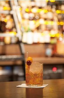 """??  ?? 跨页及本页:酒藏甚大的Auld Alliance;悉尼Baxter Inn的Old Fashioned"""""""