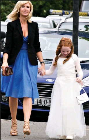 ??  ?? PROUD MOTHER: Yvonne Keating with her daughter Ali at the First Communion