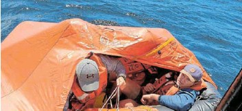 ??  ?? MISSION A SUCCESS: The Port Alfred NSRI's Lotto Challenger locates the life raft in a recent training exercise off Kenton
