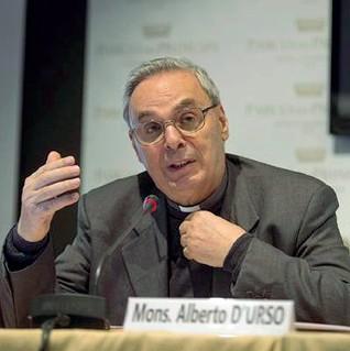 ??  ?? Fede e impegno Monsignor D'Urso è presidente della Consulta nazionale anti usura